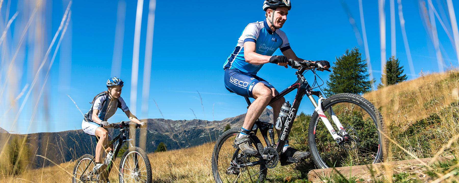 Biken auf der Villanderer Alm im Sommer in Südtirol