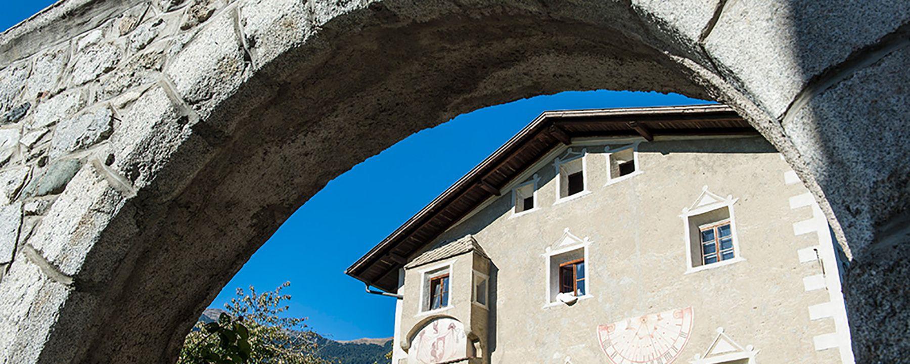 Torbogen in Südtirol