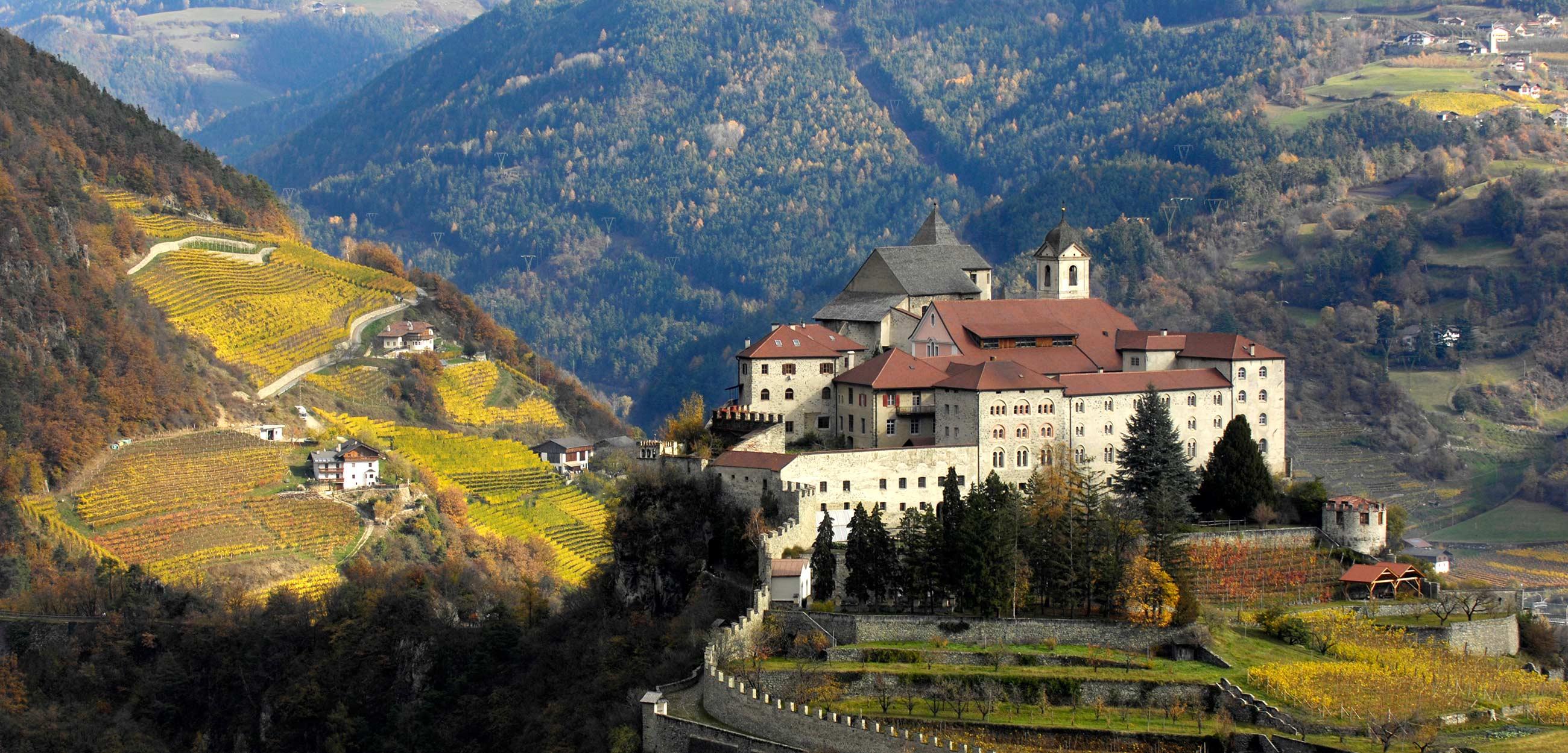 Kloster Säben im Herbst in Südtirol