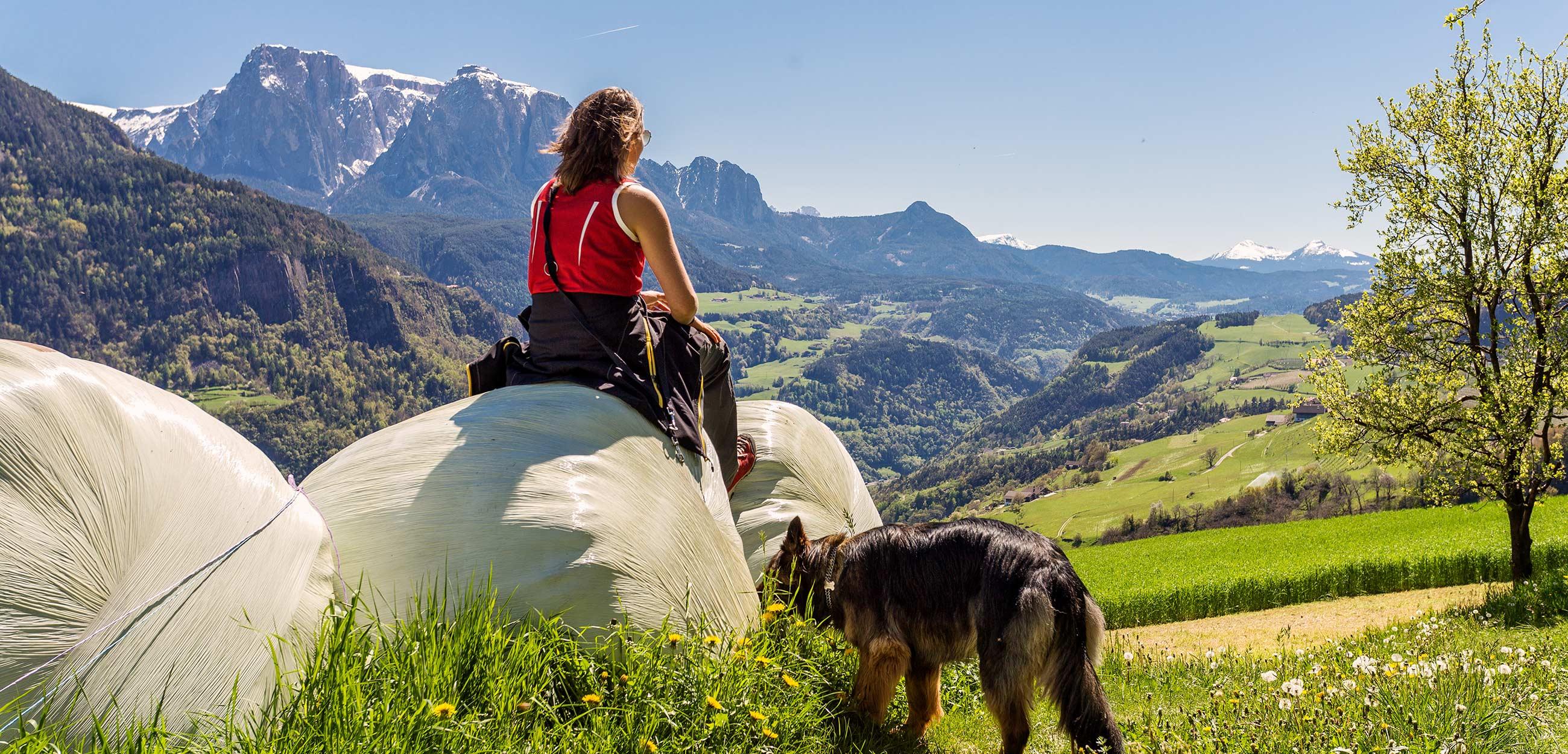 Wandern auf der Villanderer Alm im Sommer in Südtirol