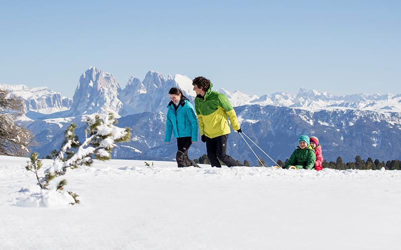 Winterwandern und Rodeln auf der Villanderer Alm in Südtirol